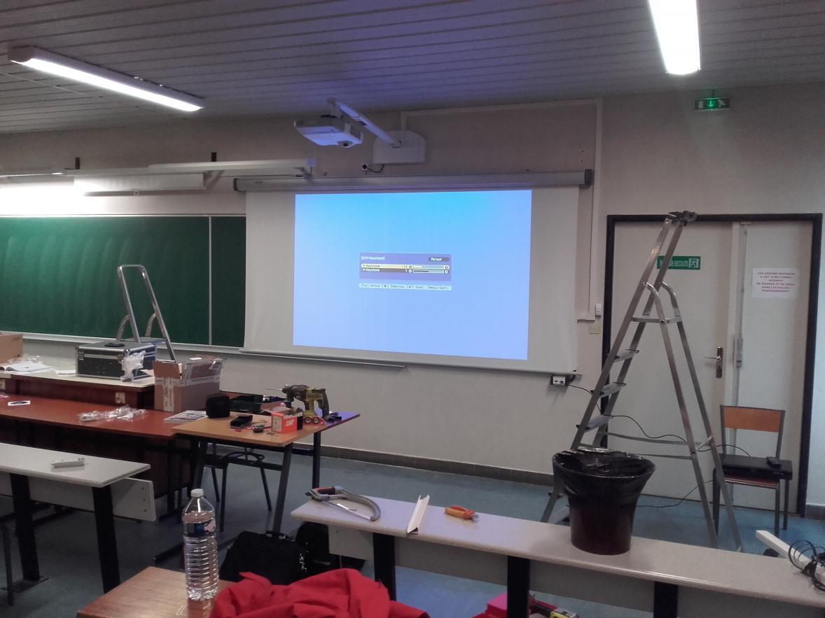 Installation de vidéo-projecteurs et écrans rétractables à l'Université Blaise Pascal de Clermont Ferrand
