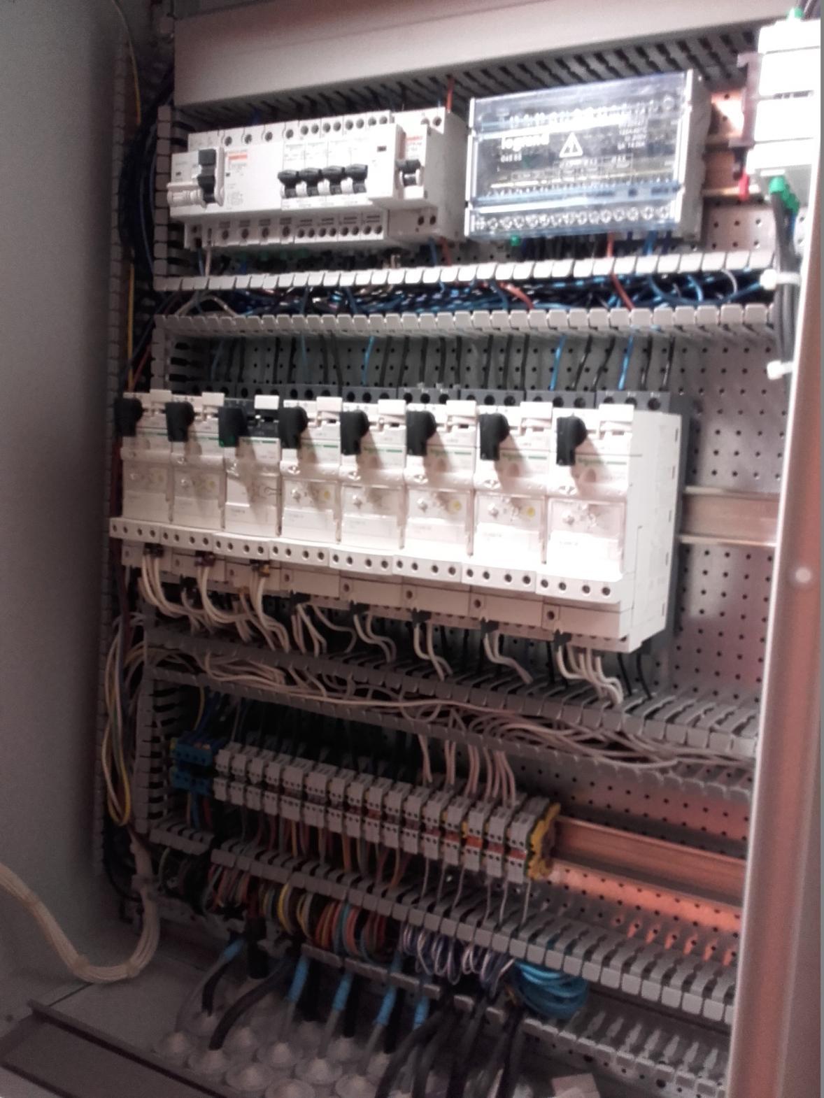 armoire technique de commande Pionsat